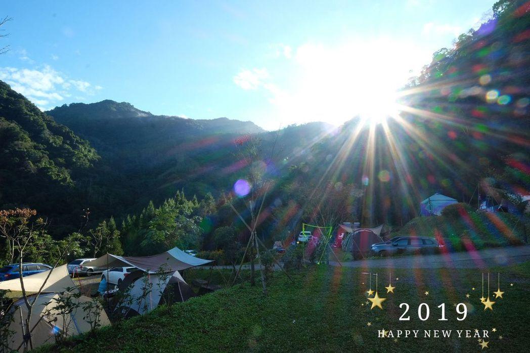 露營時在陽光中醒來,讓柯以柔沈醉。圖/柯以柔提供