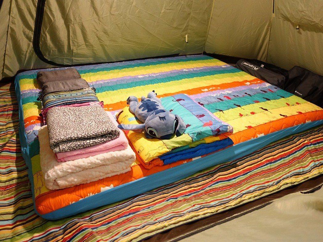 柯以柔的設備不錯,這是她帳內的床鋪安排。圖/柯以柔提供