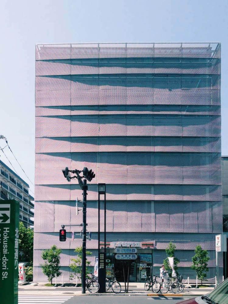 圖/不同的形狀錯開、疊合所產生的建築表情。(山岳文化《東京建築女子:空間巡禮、藝...