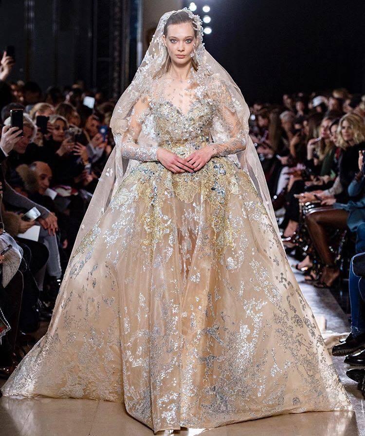 Elie Saab壓軸的新娘禮服彷彿從仙境的水中走出。圖/取自IG @elies...