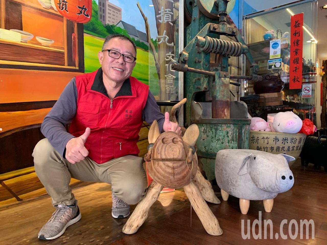 進益摃丸董事長葉聰敏也是豬藝品的收藏家。者郭宣彣/攝影