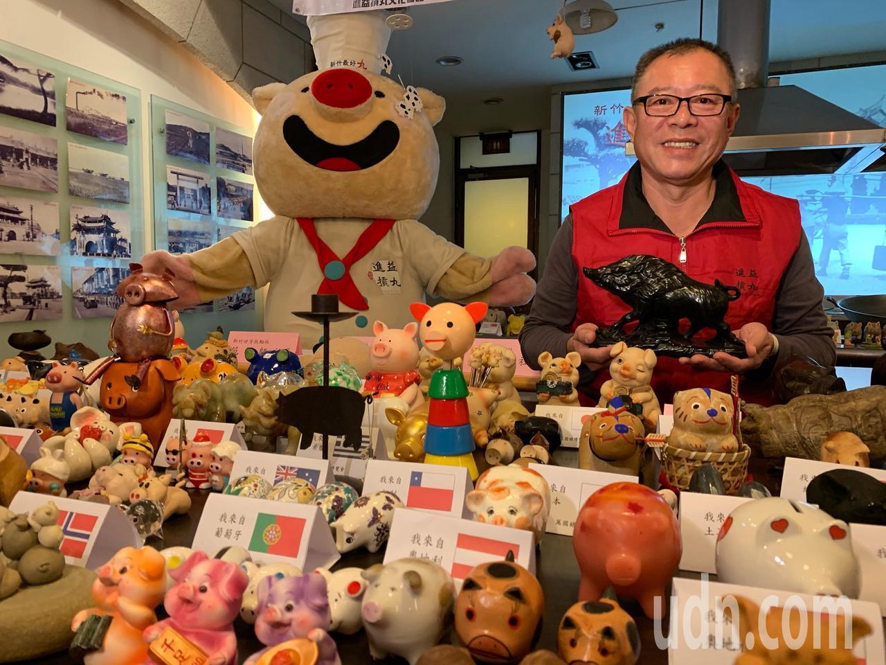 進益摃丸董事長葉聰敏收藏上千隻豬藝品,每一隻都很有特色。記者郭宣彣/攝影