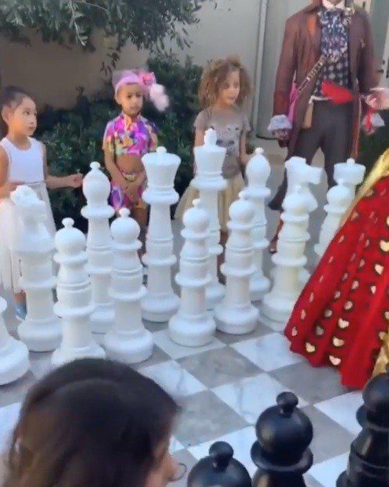 戶外更設置大型西洋棋遊戲。圖/摘自IG
