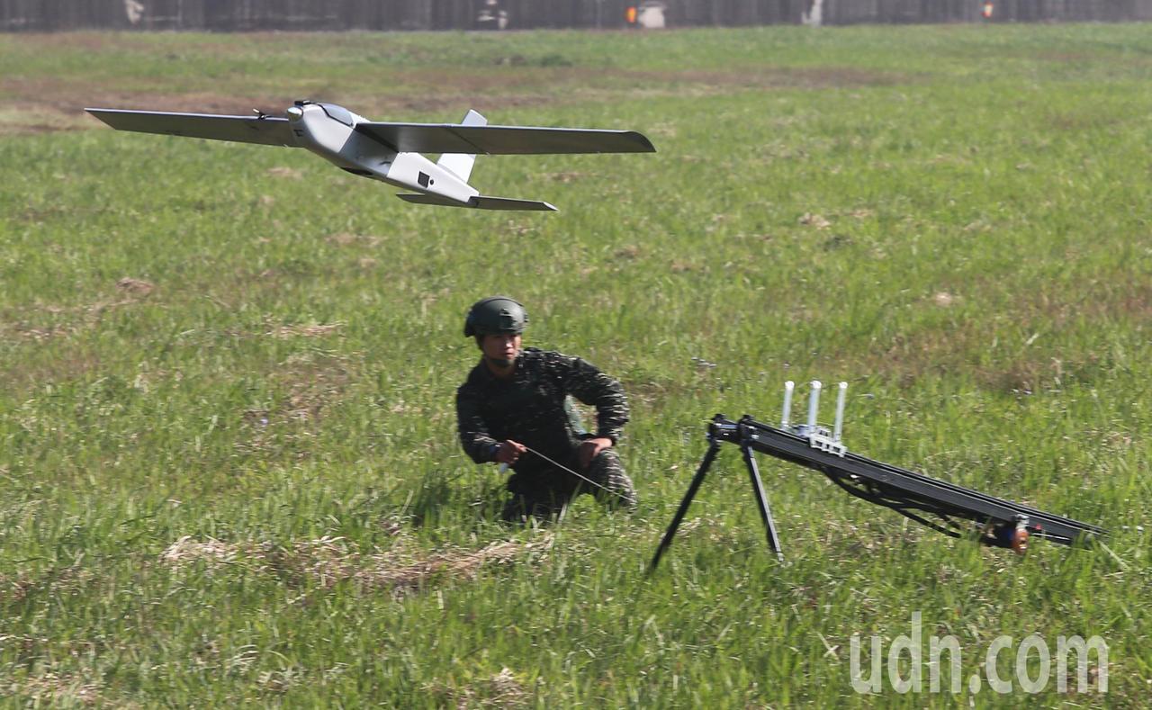 紅雀無人機展示升空畫面。 報系資料照/記者陳正興攝影