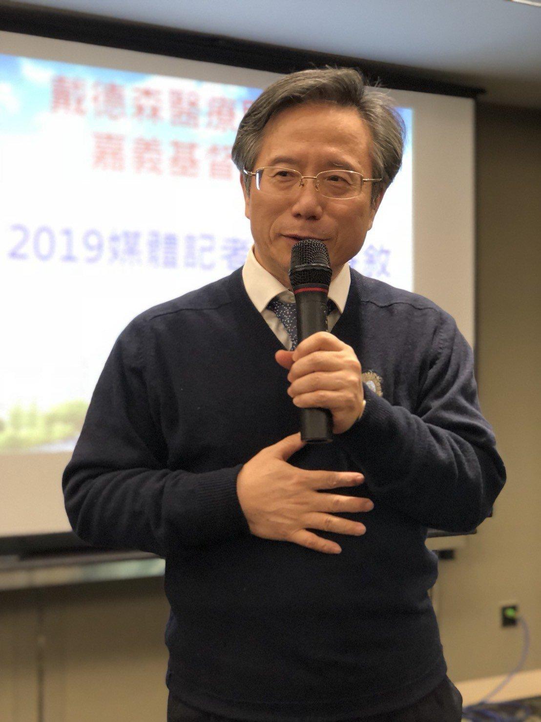 嘉基院長姚維仁說,年終獎金若以月份為基礎發放,對低薪員工較不公平,經董事會討論,...