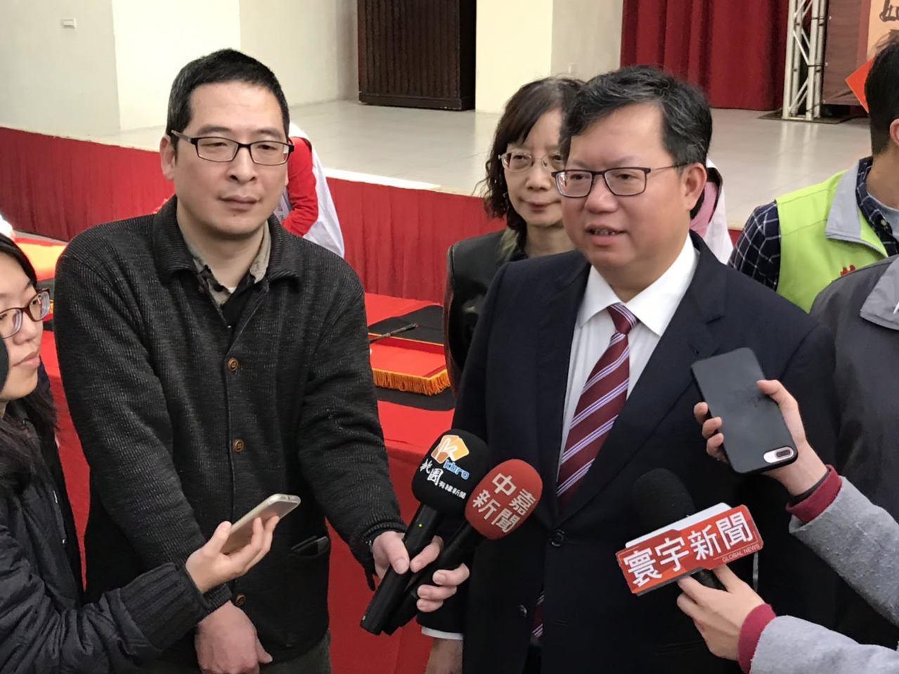 台北市長柯文哲昨晚上節目「年代向錢看」專訪又被問到白綠合作,向民進黨喊話「戰犯先...