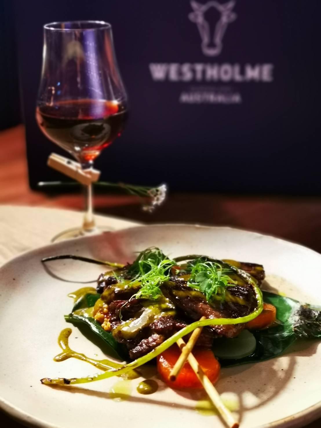 LONGTAIL 餐廳酒吧主廚林明健,選用Westholme橫膈膜部位,經由高溫...