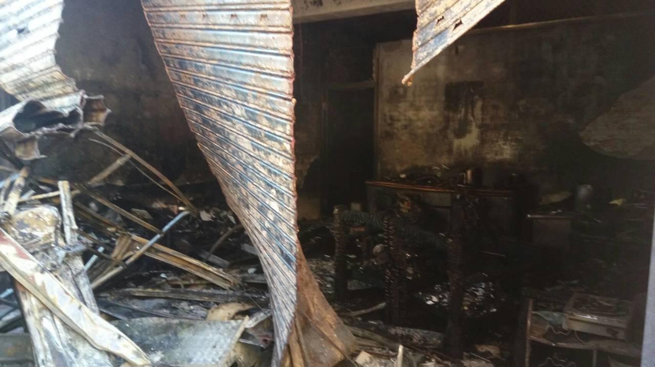六龜混凝土車撞民宅起火 2人受傷送醫