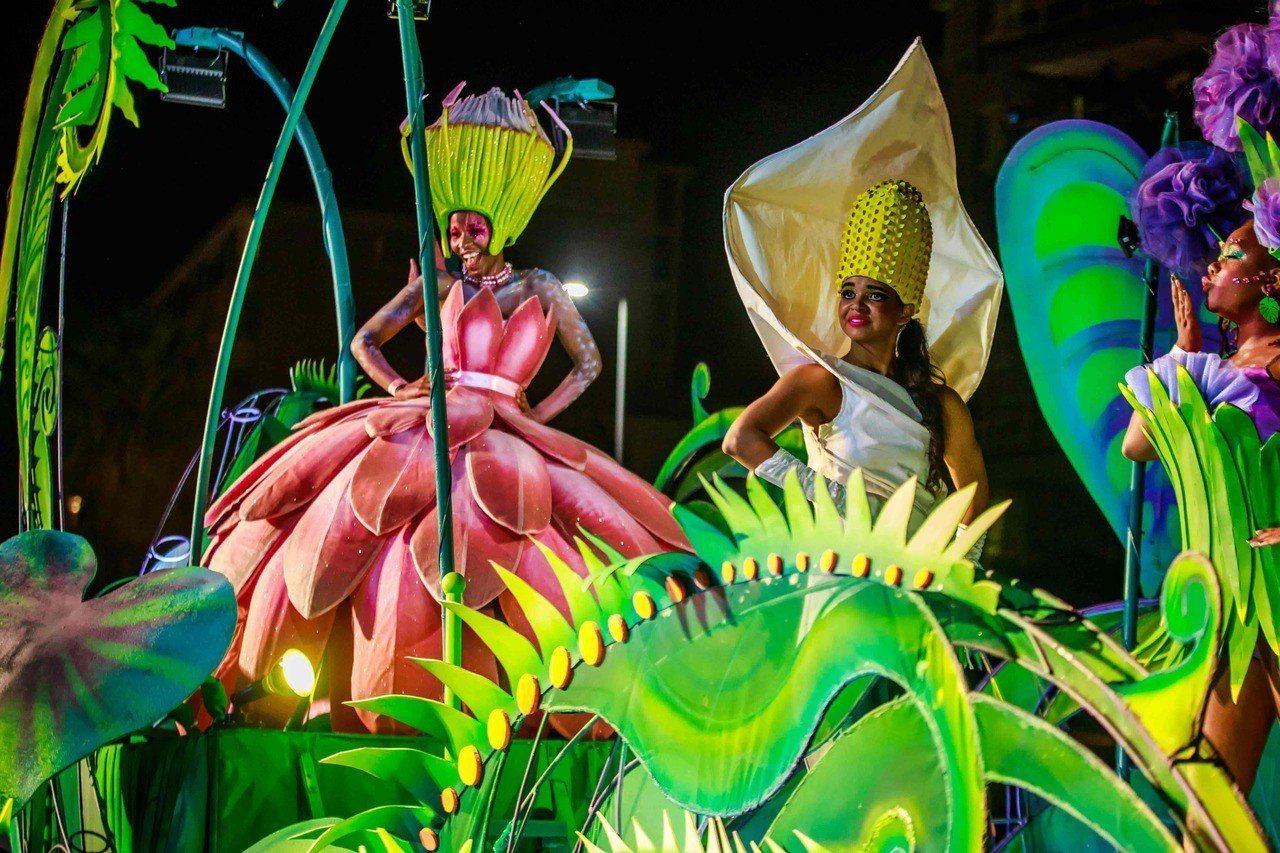 南非知名慶典的開普敦狂歡節表演團體,也於大年初一前往香港共襄盛舉。圖/港旅局提供