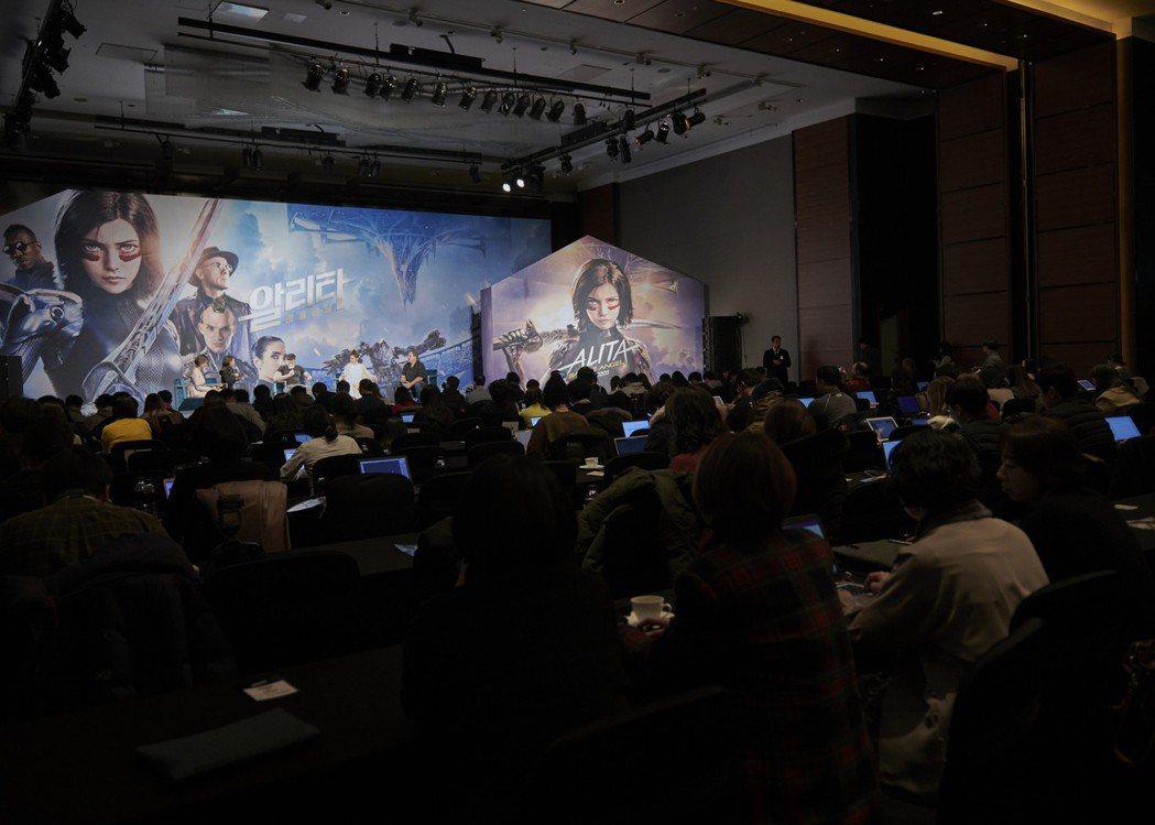 「艾莉塔:戰鬥天使」亞洲首場記者會辦在南韓首爾,陣仗浩大。圖/福斯提供