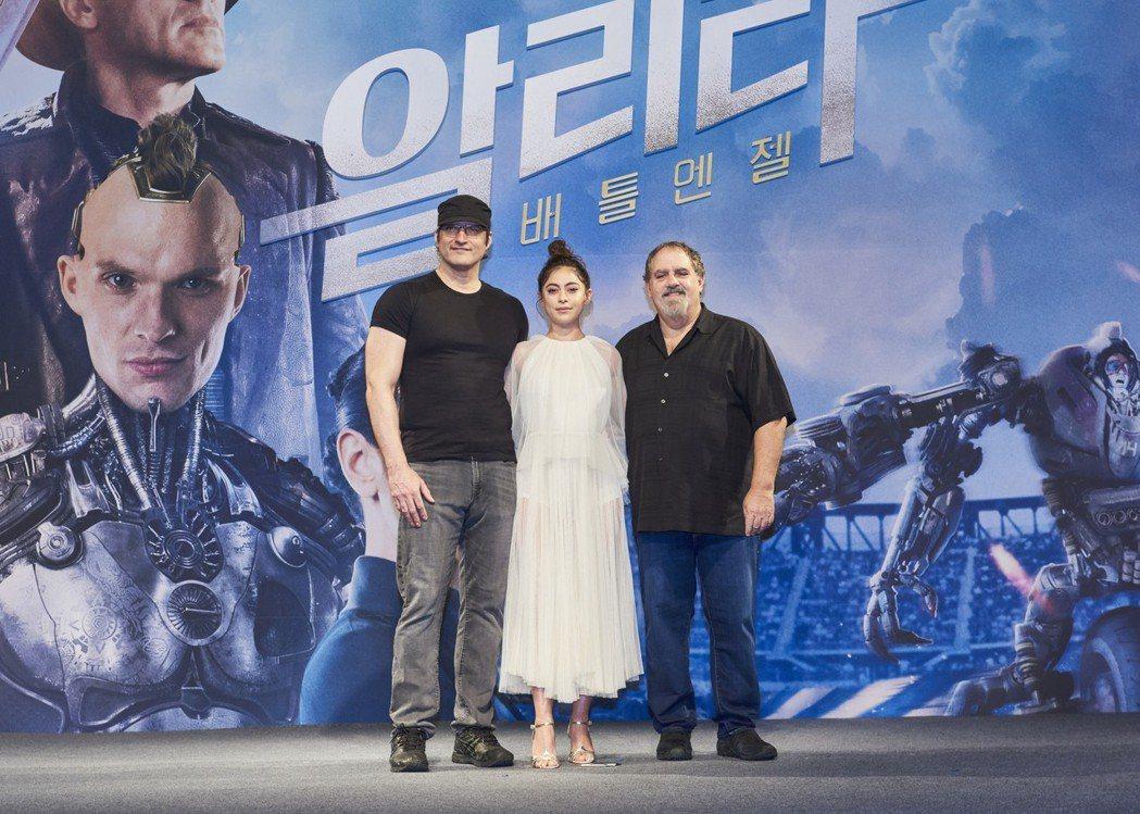 「艾莉塔:戰鬥天使」在南韓首爾舉辦首場記者會,導演勞勃羅里葛茲(左起)、女主角羅