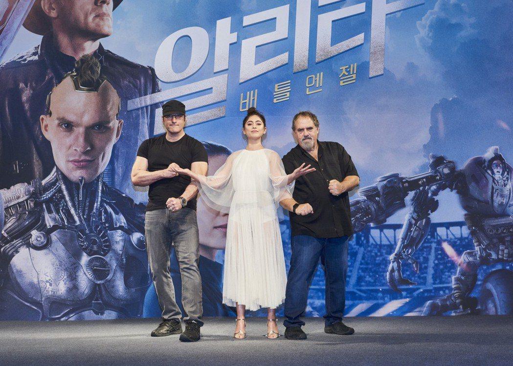 「艾莉塔:戰鬥天使」在南韓首爾舉辦首場記者會,導演勞勃羅里葛茲(左起)、女主角羅...