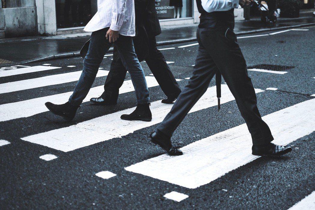 上班族善用零碎時間走路運動。圖/摘自stocksnap