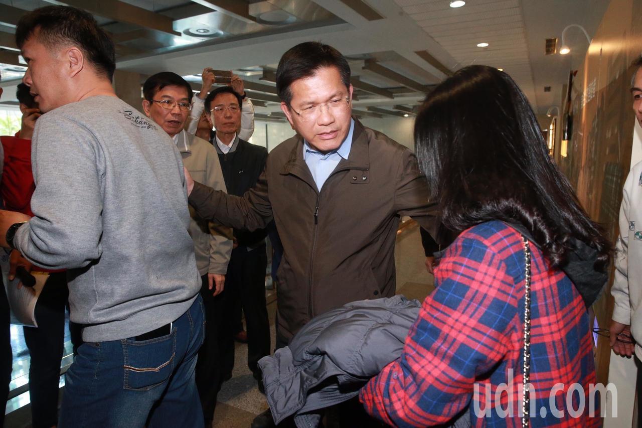 交通部長林佳龍(中)。記者黃義書/攝影