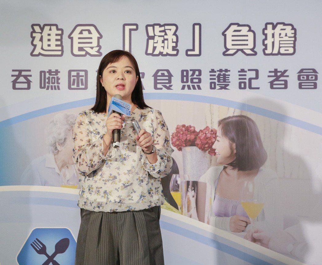 中華民國語言治療師公會全國聯合會副秘書長王雪珮表示,在咀嚼吞嚥困難的飲食照護上,...