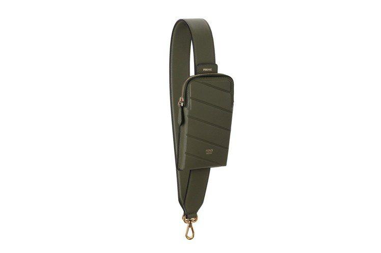 深綠色Strap You背帶,售價30,500元。圖/FENDI提供