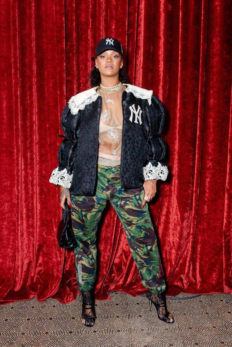 蕾哈娜穿上洋基系列外套。圖/Gucci提供