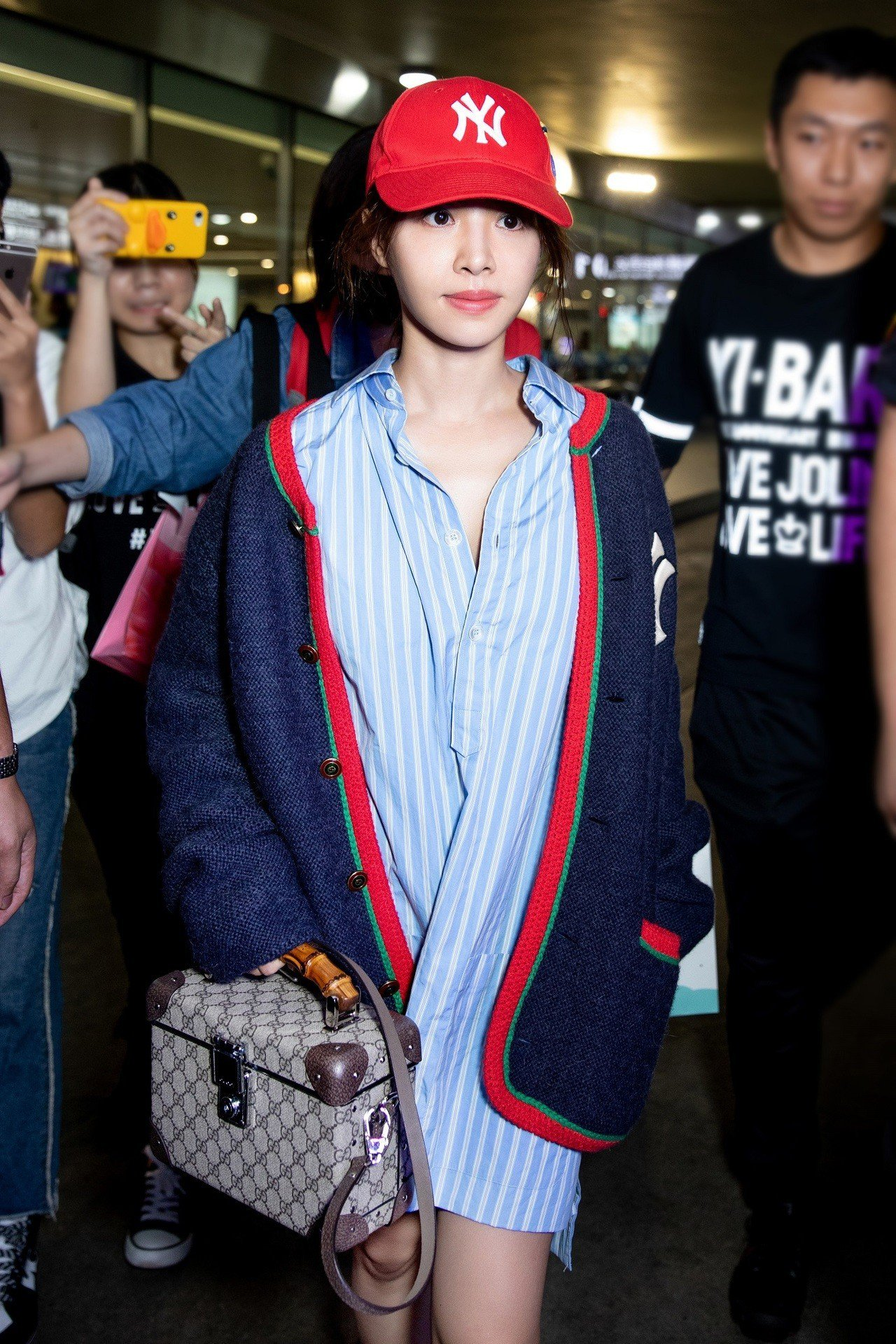 蔡依林以Gucci洋基帽及洋基針織衫現身機場。圖/Gucci提供