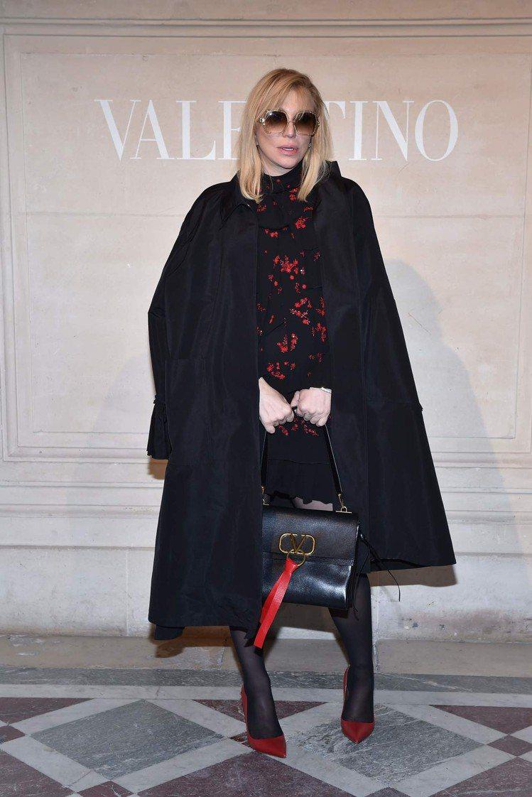 Courtney Love出席Valentino春夏高級訂製服大秀。圖/Vale...