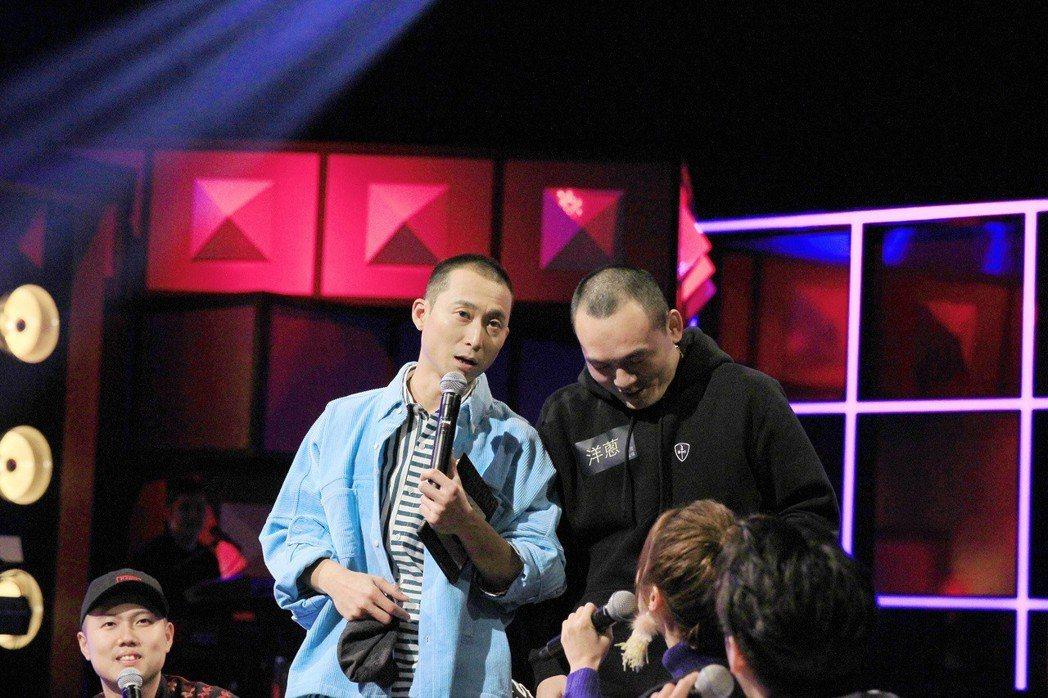 浩子(右)因兄弟頭認春風結髮知己。圖/公視提供