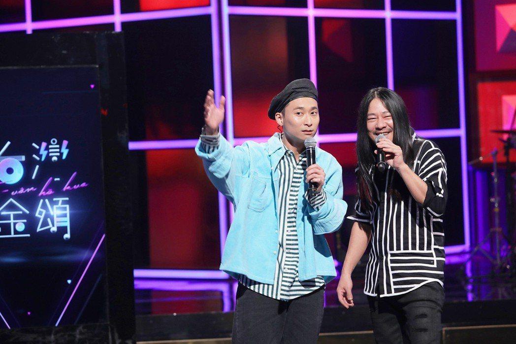 亂彈阿翔(右)挑戰饒舌,浩子在一旁搭腔。圖/公視提供