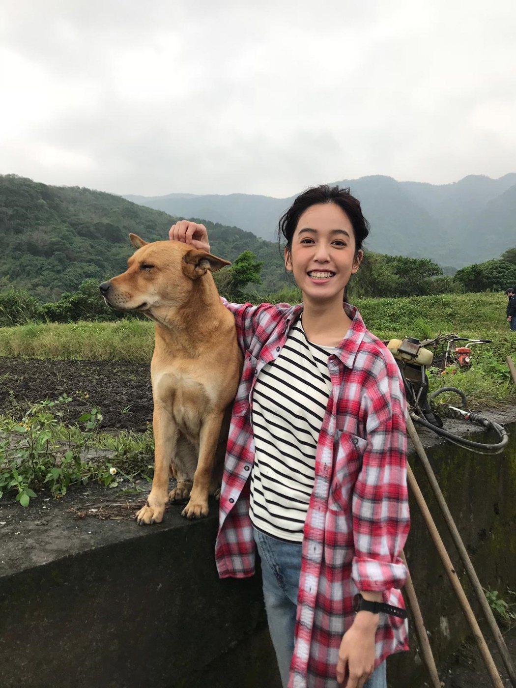 陳庭妮與「長濱」。圖/歐銻銻娛樂提供