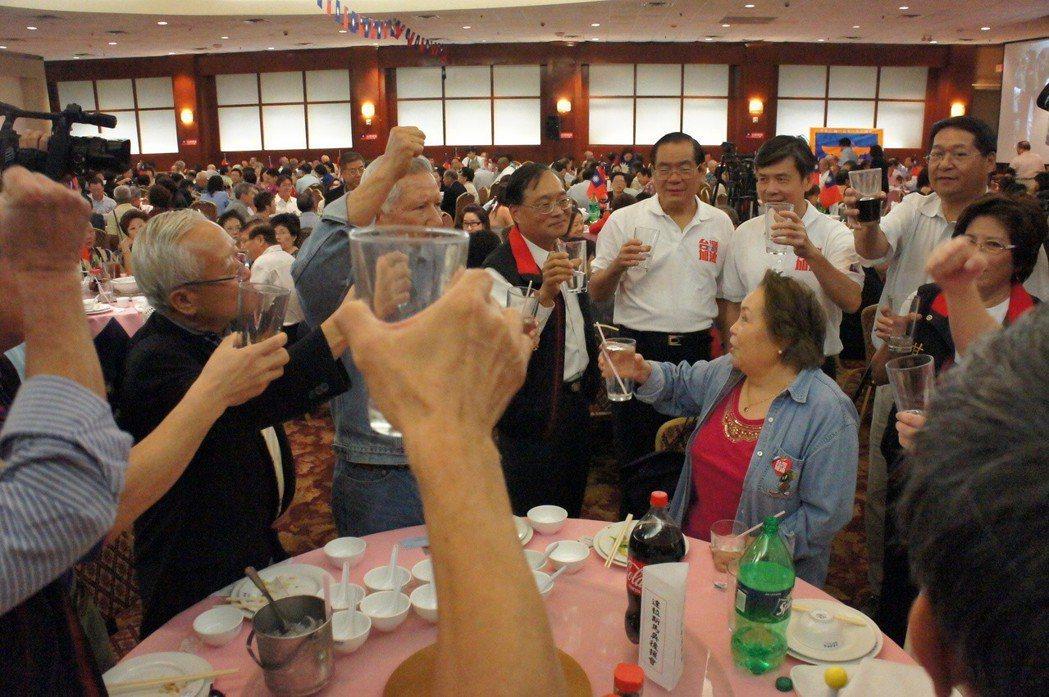 2011年9月,國民黨訪美團美南時間十六日晚間參加休士頓馬吳後援會造勢大會,曾永...