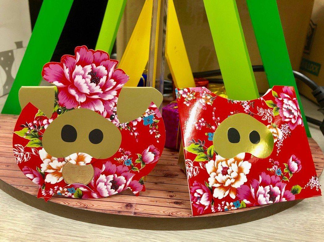 台中市小紅包以客家花布為設計靈感,搭配豬年的燙金鼻子;台中市長盧秀燕稱讚是最美的...