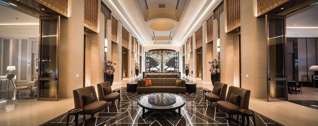築內設計跨界聯手,宛如精品百貨大廳,更顯尊貴奢華。 業者/提供
