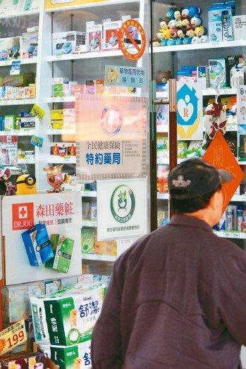 民眾年終處理家中藥物,「不再使用」或「已過期」的藥品直接送回醫院或藥局檢收站。 ...