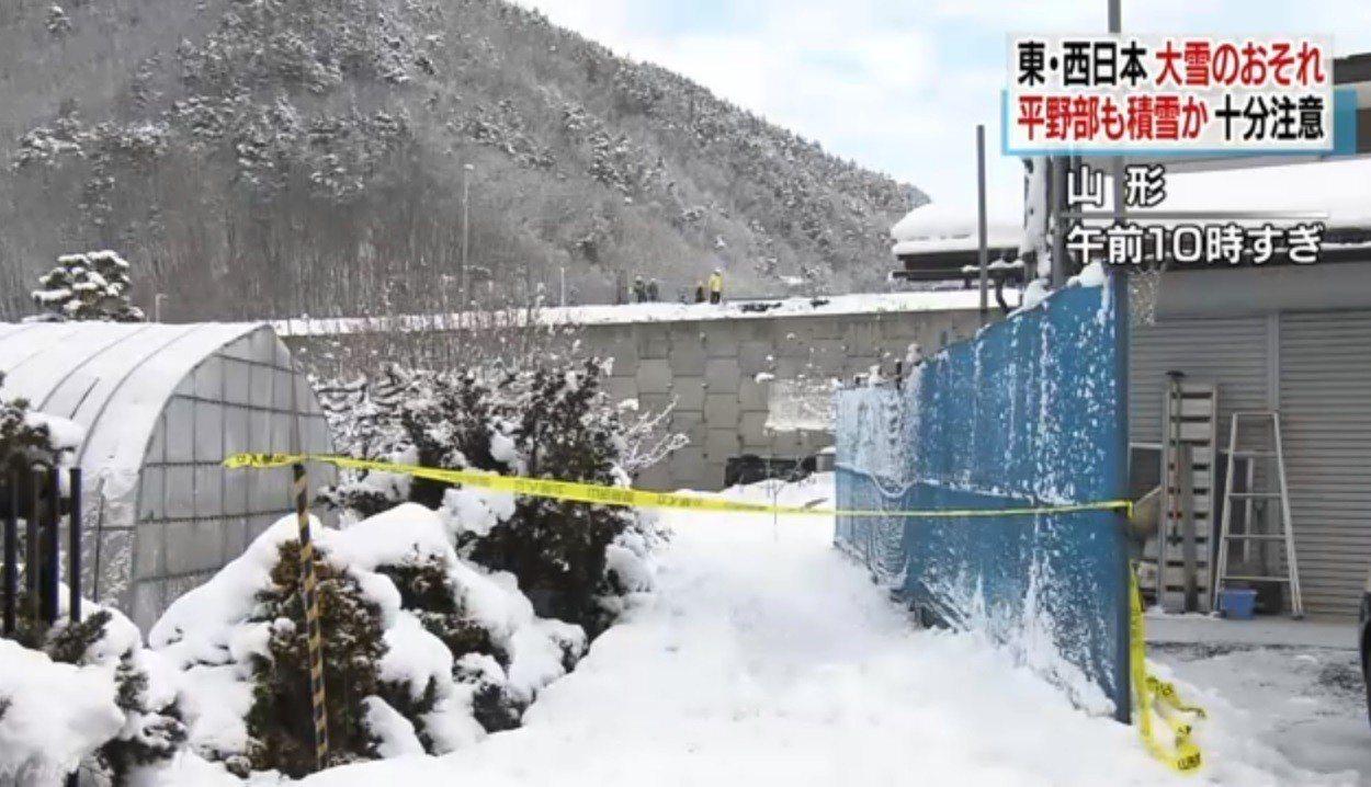 日本氣象廳25日表示,受到日本上空強烈冷氣團等影響,東日本與西日本從26日到27...