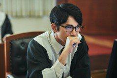 雅豊斯/《我們與惡的距離》:台劇律師配戴日本律師徽章?