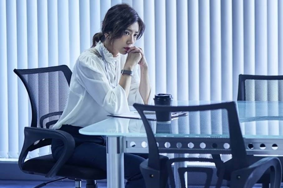 賈靜雯飾演電視新聞部主管宋喬安,其子遭兇手無差別殺害。 圖/取自《我們與惡的距離...