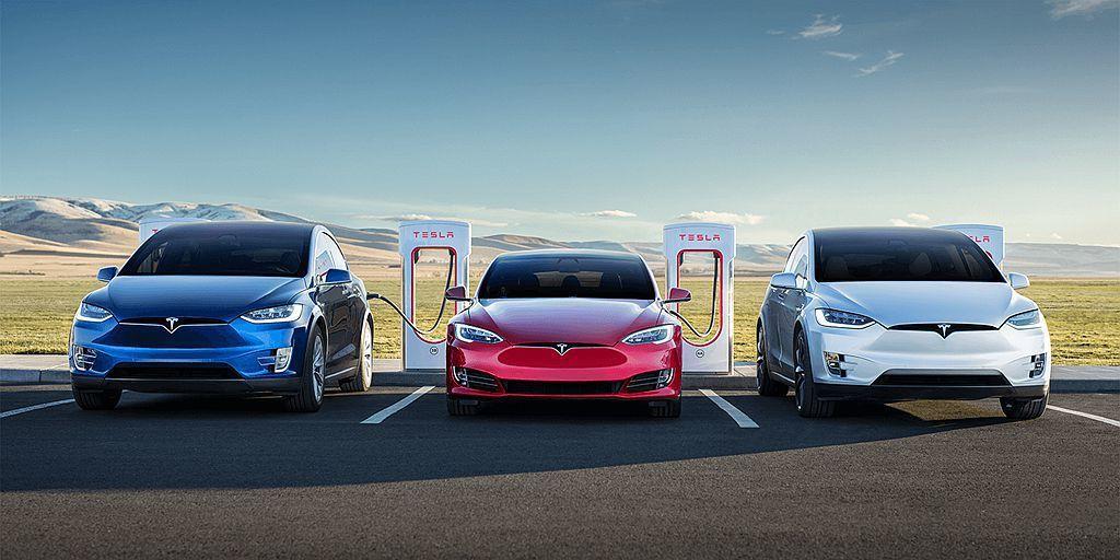 特斯拉去年不僅創新紀錄於全球交付245,240輛各式電動車,同時入門級車款Mod...