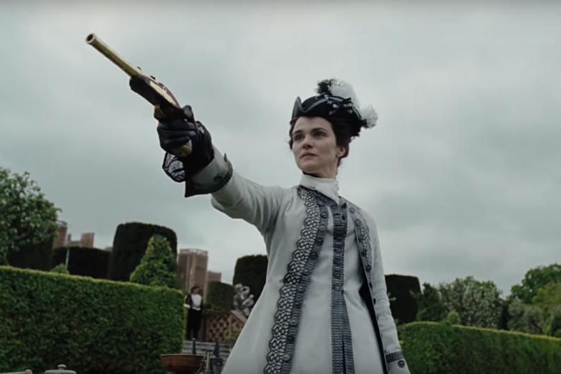 瑞秋懷茲扮演曾受女王寵信,卻逐漸失勢的貴婦。圖/摘自imdb