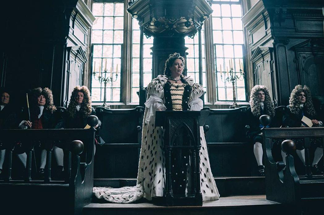 奧莉薇亞寇曼演活「真寵」中的女王。圖/摘自imdb