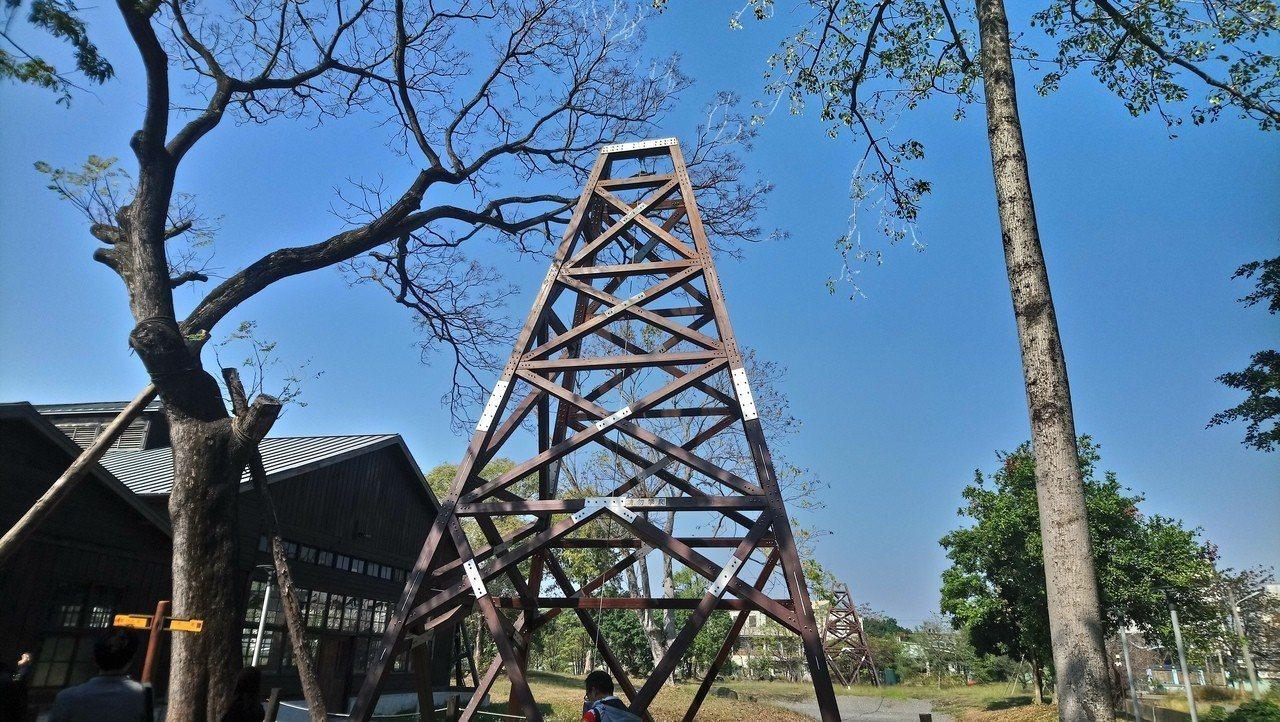 早年吊掛運送木頭的天車,目前保留的規模僅當時的一半。記者謝恩得/攝影