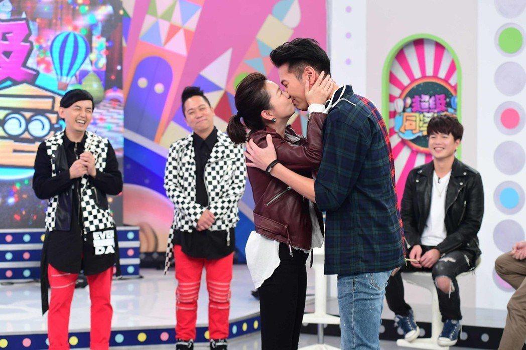 六月和陳德烈在李易面前接吻。圖/華視提供