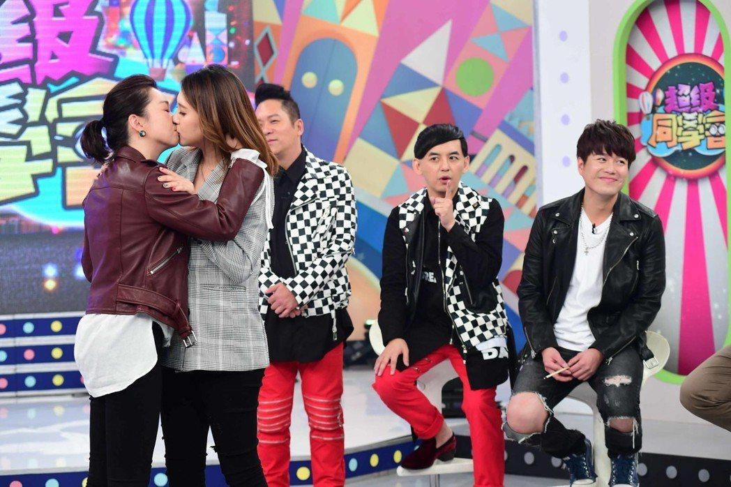 六月跟朱芯儀表演女女吻。圖/華視提供