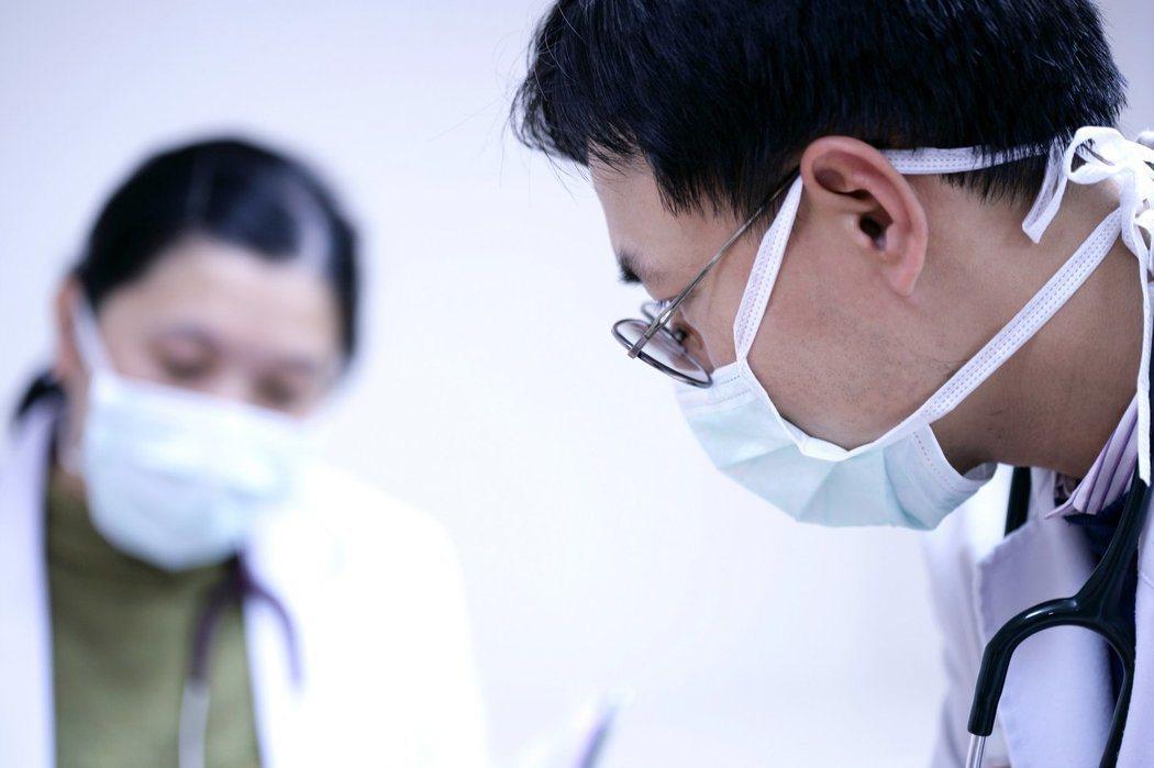台北市立聯合醫院和平院區爆流感群聚,疾管署今公布,該群聚事件再新增1名輕症個案,...