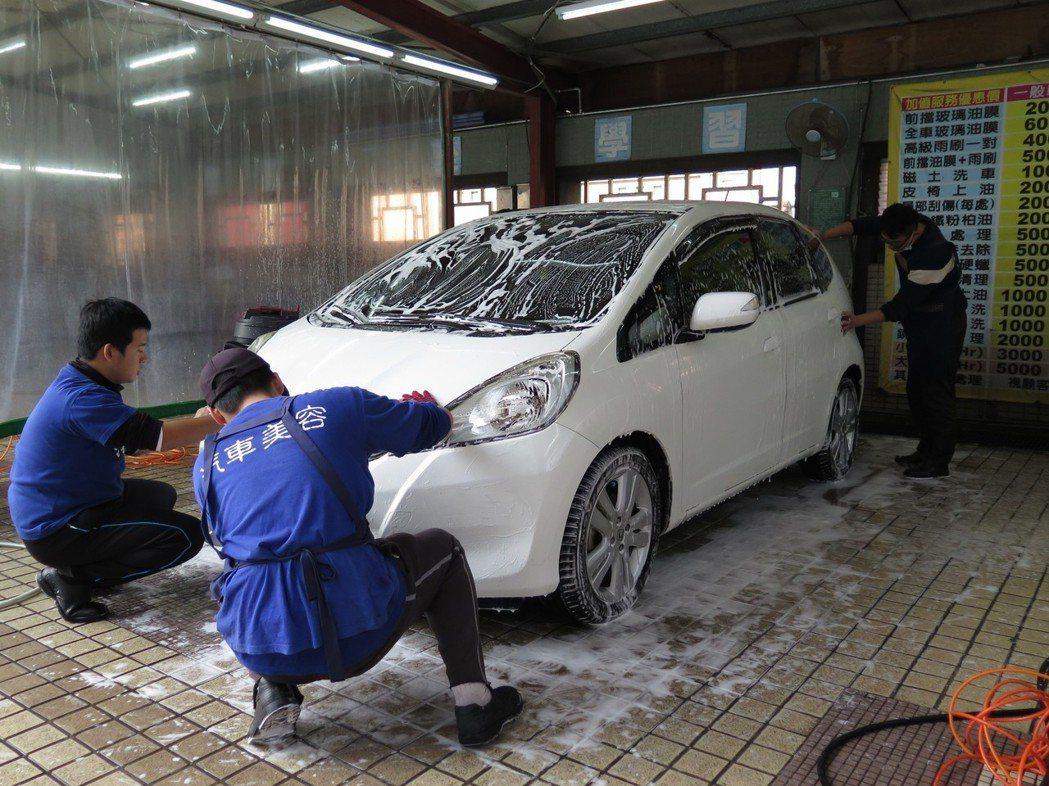 洗車示意圖。記者張裕珍/攝影