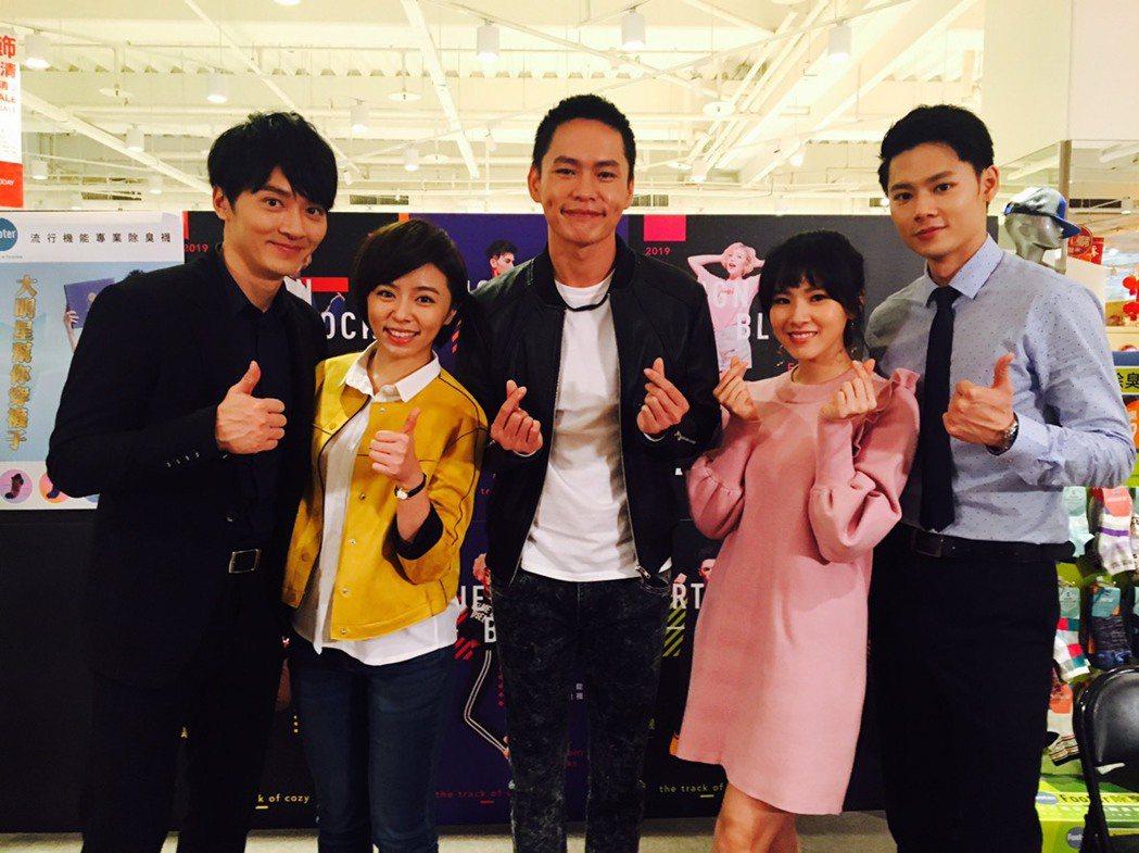 馬俊麟(左起)、王瞳、黃鐙輝、馬韻婷、羅子惟演出「大時代」。圖/民視提供