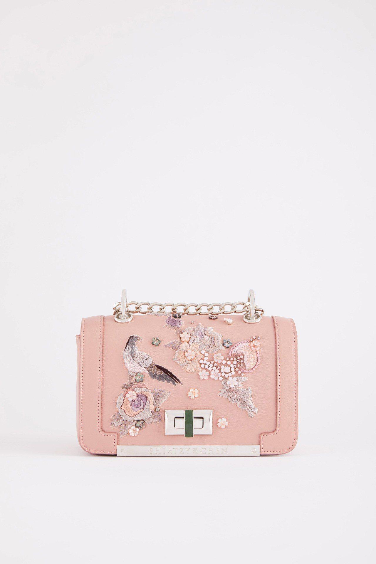 精緻刺繡2019春夏鍊帶包,售價71,800元。圖/夏姿提供