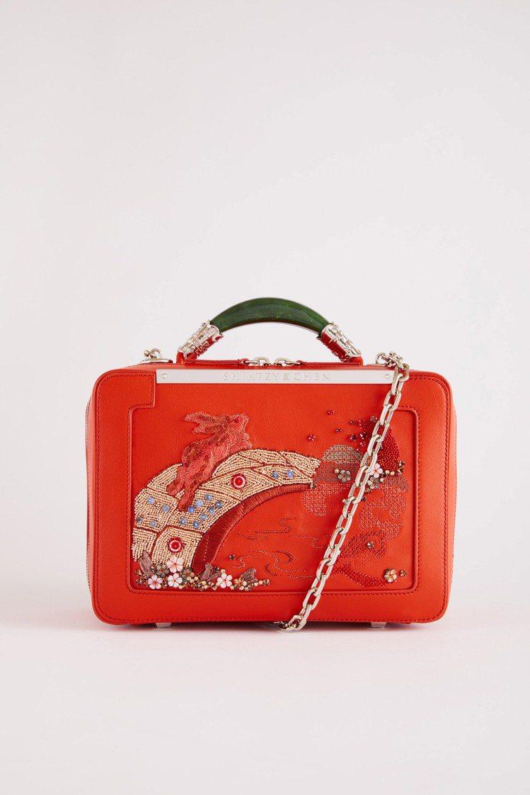 紅色玉鐲提包,售價74,800元。圖/夏姿提供