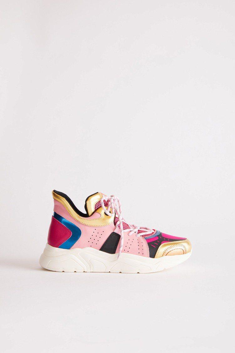 異材質拼接運動鞋,售價15,800元。圖/夏姿提供