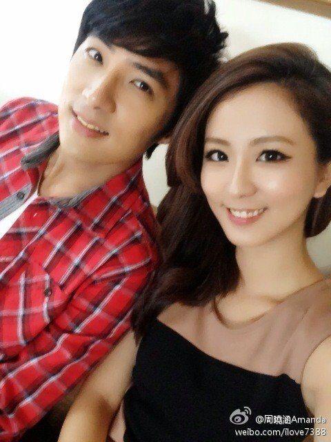 李運慶(左)、周曉涵因戲傳來電,私下也常聚會。圖/摘自網路