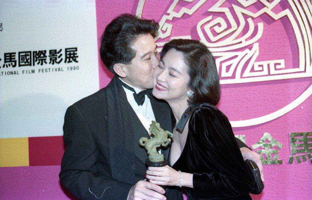 林青霞「滾滾紅塵」榮登金馬影后,秦漢獻吻。圖/報系資料照片