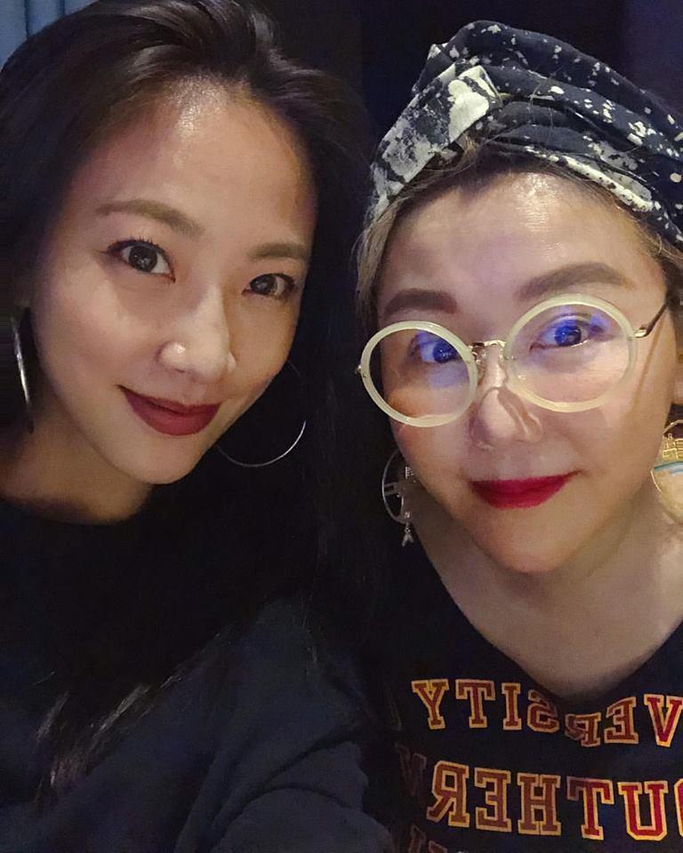 陳薇(左)是藍心湄主持的「女人我最大」班底。圖/摘自IG