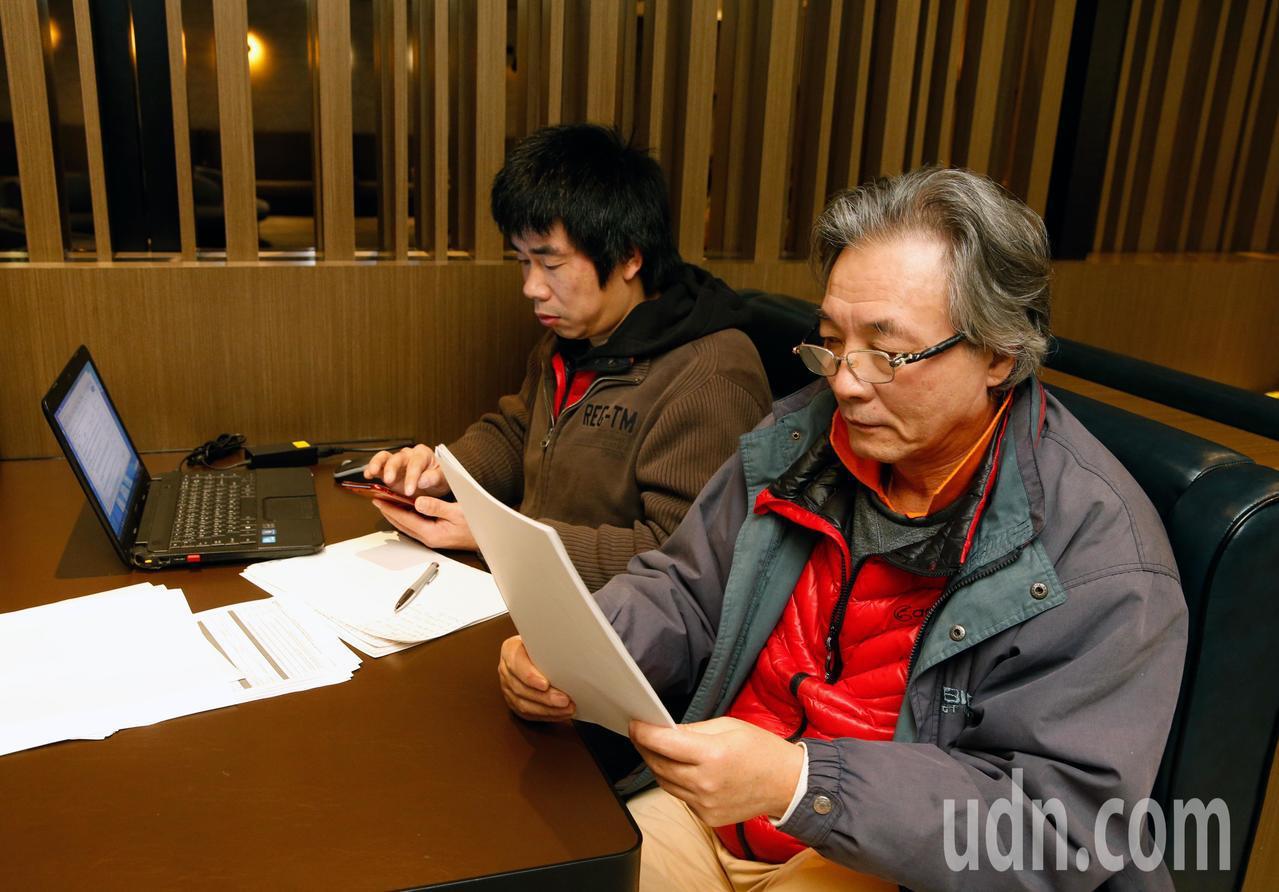 曾滯留在桃園機場120天尋求政治庇護的大陸籍男子劉興聯(右)。記者鄭超文攝影