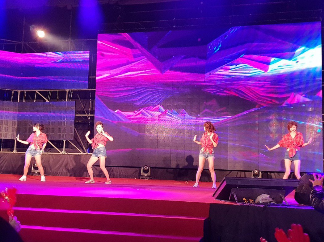 三立主播群勁歌熱舞。記者李姿瑩/攝影